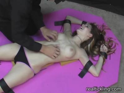 Realtickling - Vib Jenni Lee2RealTickling